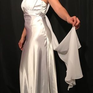 Wedding Dress Size 6 White Silver Brooch Sleek💍💓
